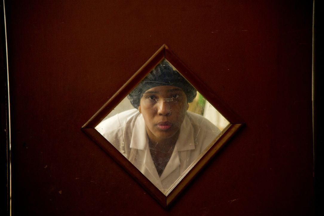 Befürchtet Ungutes, als sich Jack in Charlotte verliebt: Haushälterin Anita (Macy Gray) ... - Bildquelle: 2012 PAPERBOY PRODUCTIONS, INC.