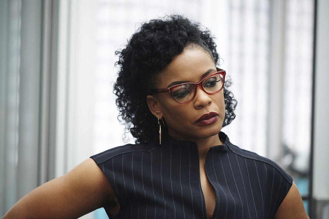 Wird Miranda (Aunjanue Ellis) Alex glauben, als diese den Verdacht hegt, dass Shelby mit den unbekannten Terroristen zusammenarbeitet? - Bildquelle: Philippe Bosse 2015 ABC Studios