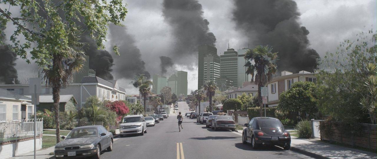 Nach einem massiven Meteorschauer muss John (Justin Ray) festzustellen, dass nichts mehr so ist, wie es gestern noch war ... - Bildquelle: Warner Bros. All Rights Reserved.