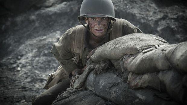 Desmond T. Doss, gespielt von Andrew Garfield, wird im Zweiten Weltkrieg als...