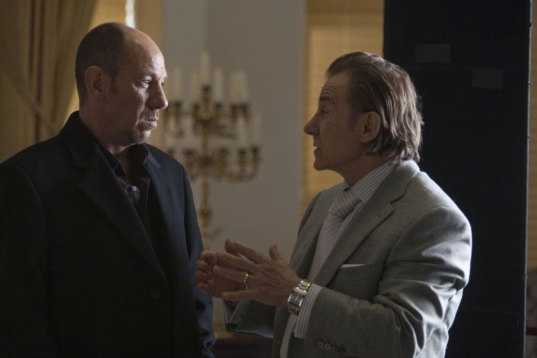 Als sich der mit allen Wassern gewaschene Gangsterboss Vincent (Miguel Ferrer, l.) mit Syndikatsboss Nino (Harvey Keitel, r.) anlegt, gerät Profikil... - Bildquelle: Paramount. All Rights Reserved.