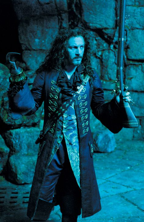 Will sich an Peter Pan rächen: Der grausame Captain Hook (Jason Isaacs) ... - Bildquelle: 2004 Sony Pictures Television International. All Rights Reserved.