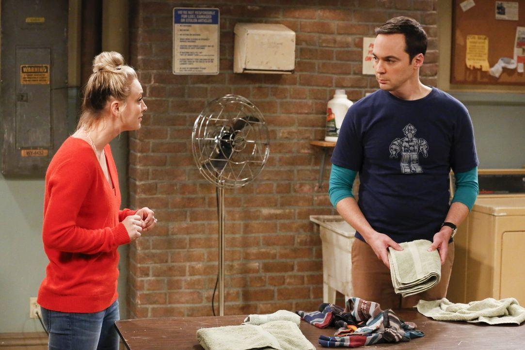 Stellt Penny (Kaley Cuoco, l.) Sheldon (Jim Parsons, r.) wegen seiner Besessenheit, ein perfektes Hochzeitsdatum zu finden, zur Rede? - Bildquelle: Warner Bros. Television