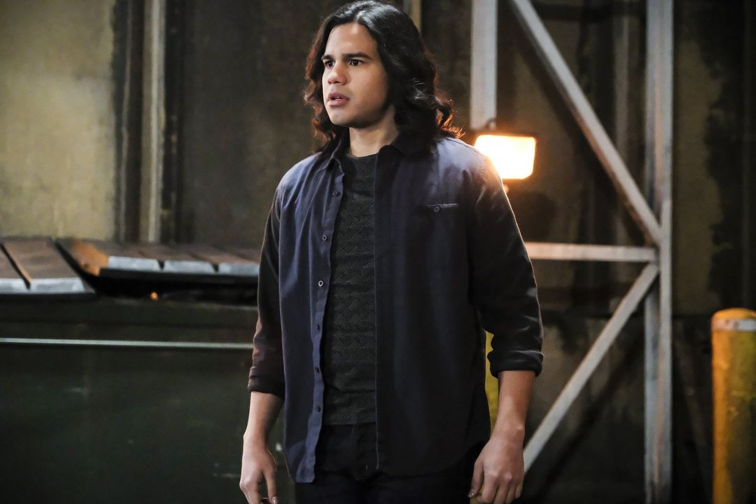 Cisco (Carlos Valdes) macht eine erstaunliche Entdeckung. Unterdessen wird die Beziehung zwischen Marlize und ihrem Mann immer wieder auf eine harte... - Bildquelle: 2017 Warner Bros.