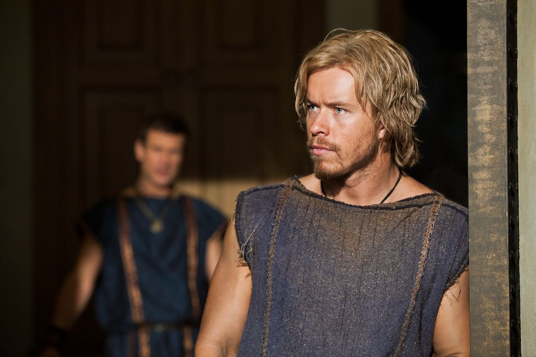 Kaum von einem Feldzug erfolgreich heimgekehrt, da erhält Julius Caesar (Todd Lasance) ein neues, interessantes Angebot ... - Bildquelle: 2012 Starz Entertainment, LLC.  All Rights Reserved