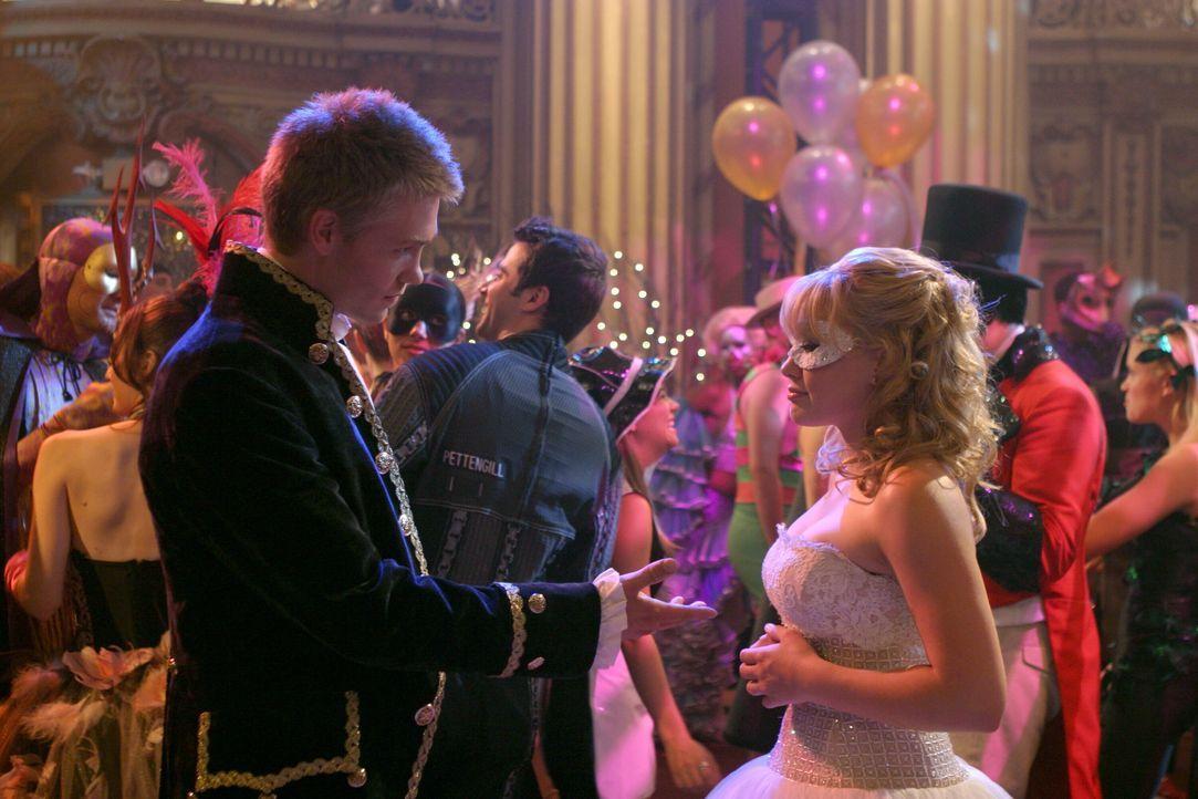 Endlich stehen sich Austin (Chad Michael Murray, l.) und Sam (Hilary Duff, r.) gegenüber … - Bildquelle: Warner Bros.