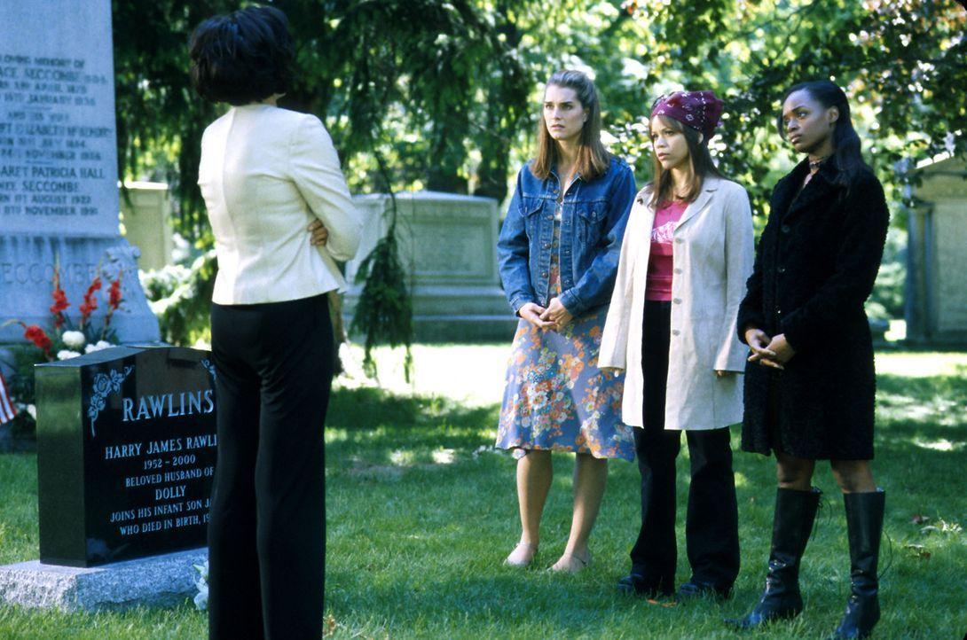 Noch auf dem Friedhof beschließen (v.l.n.r.) Dolly (Mercedes Ruehl), Shirley (Brooke Shields), Linda (Rosie Perez) und Bella (N'Bushe Wright), ihre... - Bildquelle: ABC