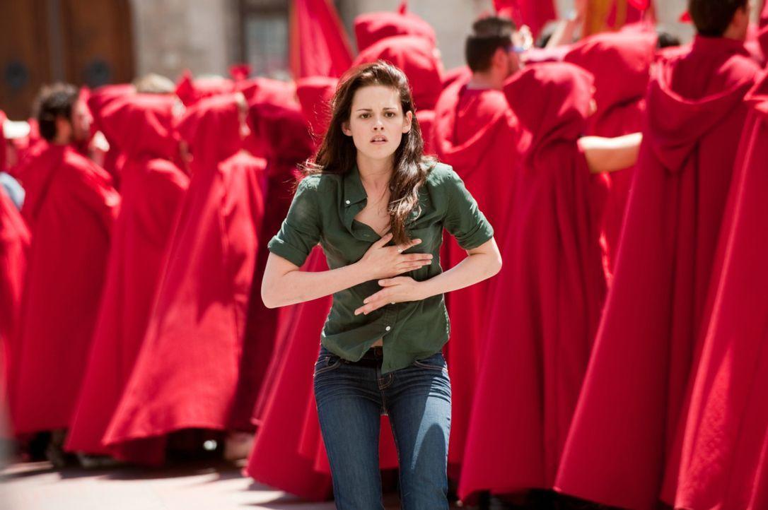 In letzter Sekunde kann Bella (Kristen Stewart) Edward davon abhalten, sich in der Sonne zu zeigen. Doch dann werden sie von den Volturi, den mächt... - Bildquelle: 2009 Concorde Filmverleih GmbH