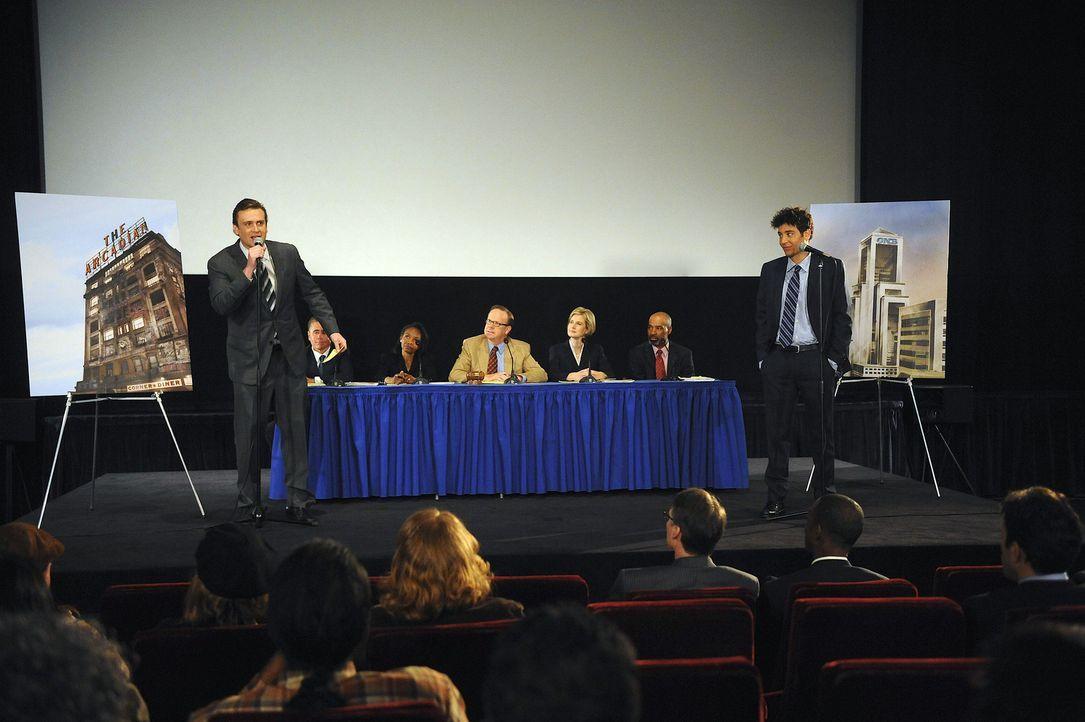 Ted (Josh Radnor, r.) und Marshall (Jason Segel, l.) müssen auf einer Sitzung vorsprechen, in der entschieden wird, wie es mit dem alten runtergeko... - Bildquelle: 20th Century Fox International Television