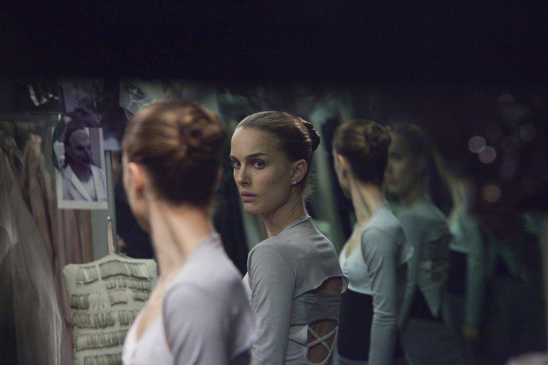 Unter dem Duck, ihre dunklen Seiten zu erobern, verliert Nina (Natalie Portman) langsam den Verstand und kann nicht mehr zwischen Fantasie und Wirkl... - Bildquelle: 20th Century Fox