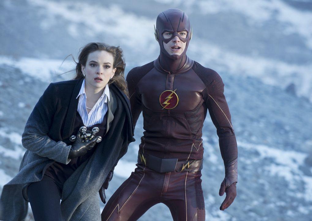 Barry alias The Flash (Grant Gustin, r.) und Caitlin (Danielle Panabaker, l.) kämpfen für ihre Liebe, selbst, wenn das sie in Lebensgefahr bringt ..... - Bildquelle: Warner Brothers.