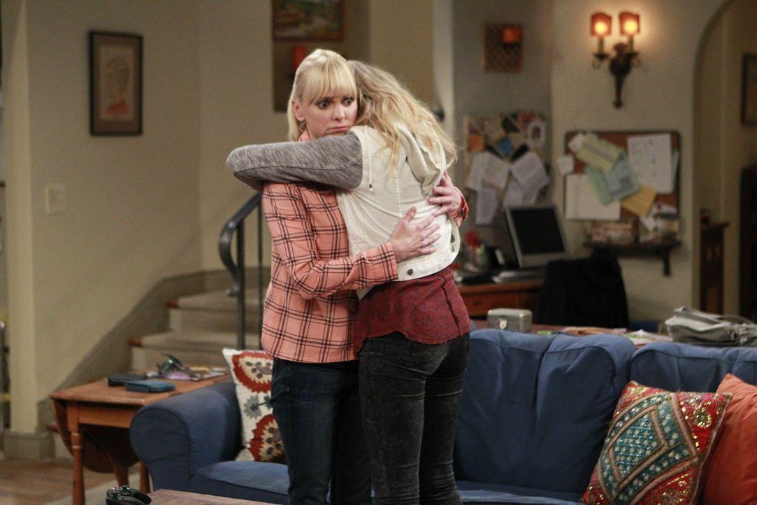 Christy (Anna Faris, l.) erfährt, dass Violet (Sadie Calvano, r.) fremdgeht. Um ihrer ständigen Frustration auf den Grund zu gehen, überredet sie ih... - Bildquelle: Warner Bros. Television