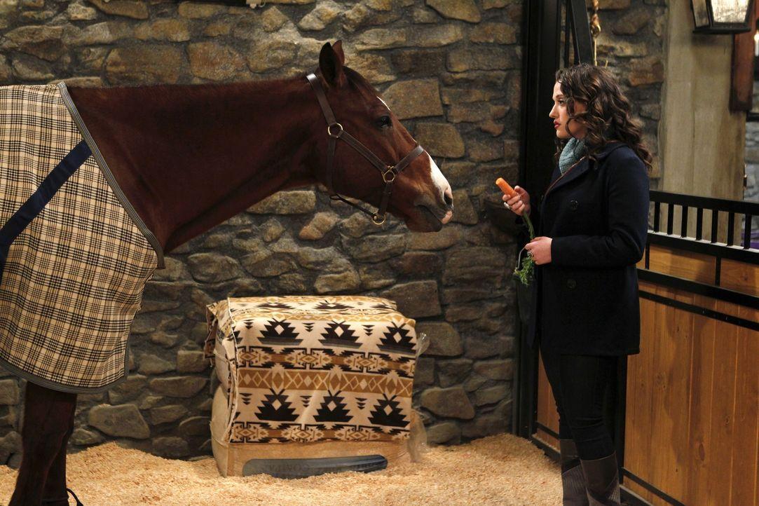 Max (Kat Dennings) vertraut Carolines Pferd Chestnut gerne und oft ihre Gedanken und Gefühle an. Die sonst so toughe junge Frau sieht den neuen Sta... - Bildquelle: Warner Brothers
