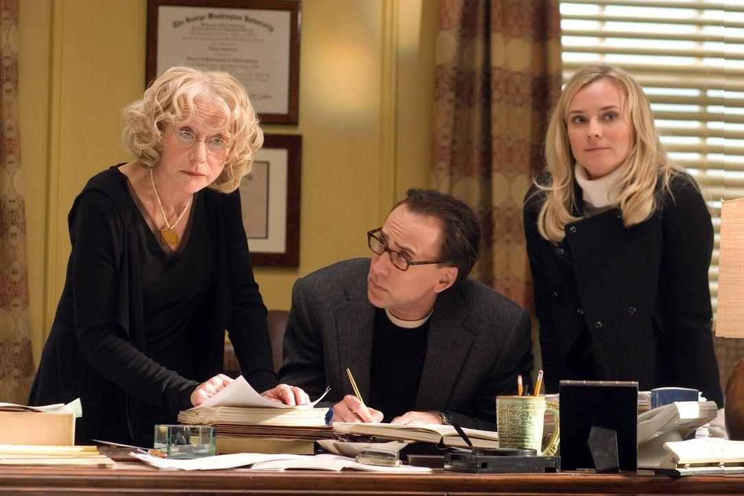 Sind Benjamin (Nicolas Cage, M.) stets eine Stütze: Abigail (Diane Kruger, r.) und seine Mutter Emily (Helen Mirren, l.) ... - Bildquelle: Disney Enterprises, Inc.  All rights reserved.