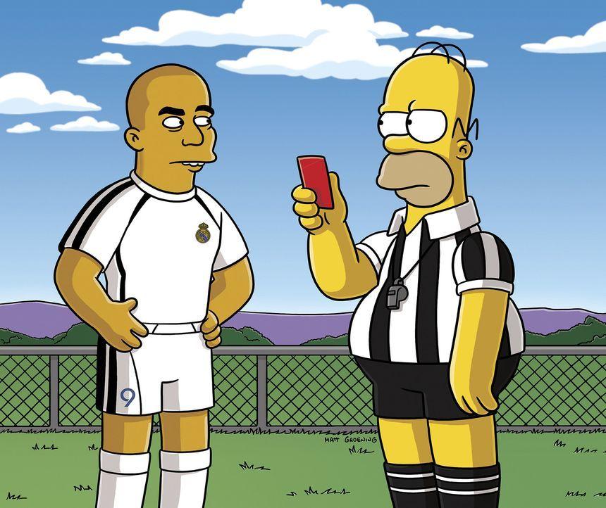 Lisa entdeckt den Fußball für sich, da allerdings Homer (r.) den Schiedsrichter gibt, ist Ärger vorprogrammiert ... - Bildquelle: 2006-2007 Twentieth Century Fox Film Corporation