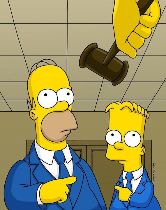 Bart (r.) ist diesmal zu weit gegangen: Er hat ein Polizeiauto gestohlen, um pünktlich zur Schule zu kommen. Als Vater wird Homer (l.) vor Gericht f... - Bildquelle: und TM Twenthieth Century Fox Film Corporation - Alle Rechte vorbehalten