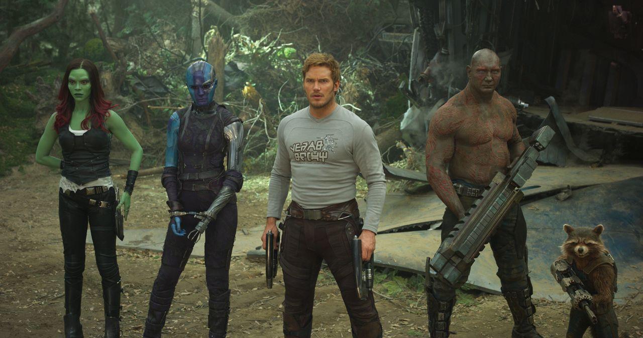 (v.l.n.r.) Gamora (Zoe Saldana); Nebula (Karen Gillan); Peter Quill alias Star-Lord (Chris Pratt); Drax (Dave Bautista); Rocket - Bildquelle: 2016 Marvel