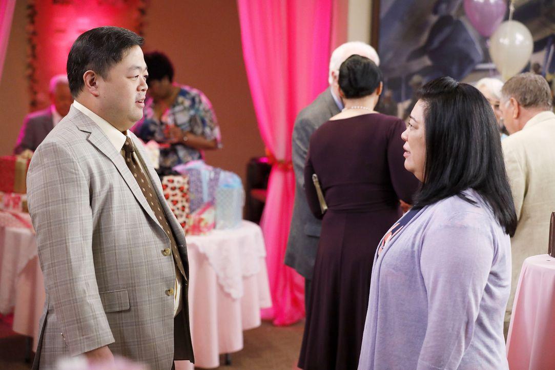 Jerry (Chris Grace, l.); Sandra (Kaliko Kauahi, r.) - Bildquelle: Trae Patton 2016 Universal Television LLC. ALL RIGHTS RESERVED. / Trae Patton