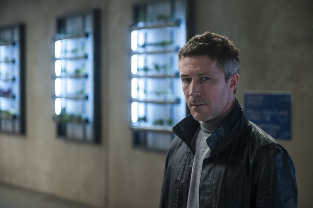 Niemand ahnt, welch finstere Pläne der skrupellose Leiter (Aidan Gillen) der Organisation WCKD (Welt-Chaos-Katastrophen-Department) im petto hat ... - Bildquelle: 2015 Twentieth Century Fox Film Corporation.  All rights reserved.