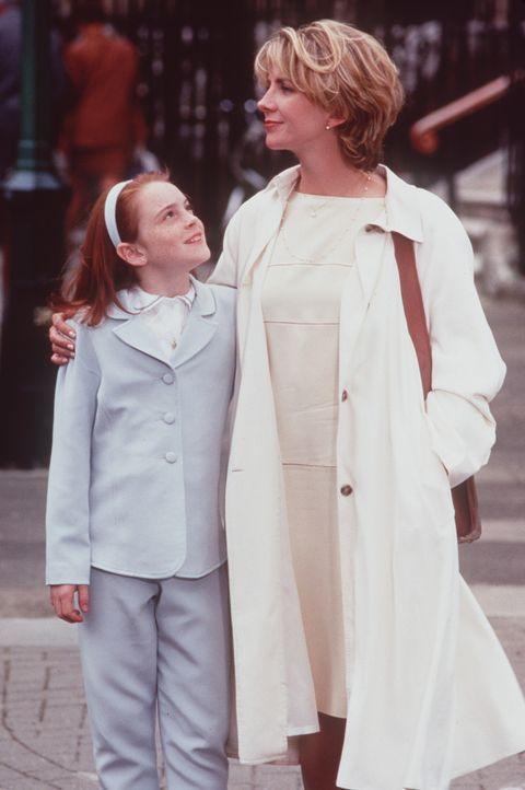 Annie (Lindsay Lohan, l.) ist bei ihrer Mutter Elizabeth (Natasha Richardson, r.) aufgewachsen und wusste nicht, dass sie eine Zwillingsschwester ha... - Bildquelle: Buena Vista International