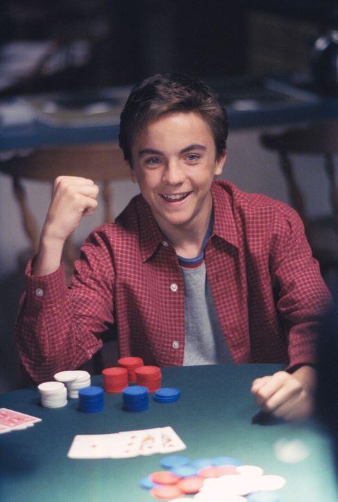 Malcolm (Frankie Muniz) freut sich über einen Sieg beim Pokern ... - Bildquelle: TM +   2000 Twentieth Century Fox Film Corporation. All Rights Reserved.