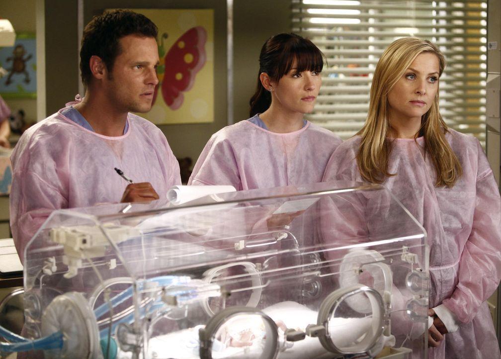 Während sich Richard große Sorgen um seine Frau Adele macht, kämpfen Alex (Justin Chambers, l.), Lexie (Chyler Leigh, M.) und Arizona (Jessica Ca... - Bildquelle: ABC Studios