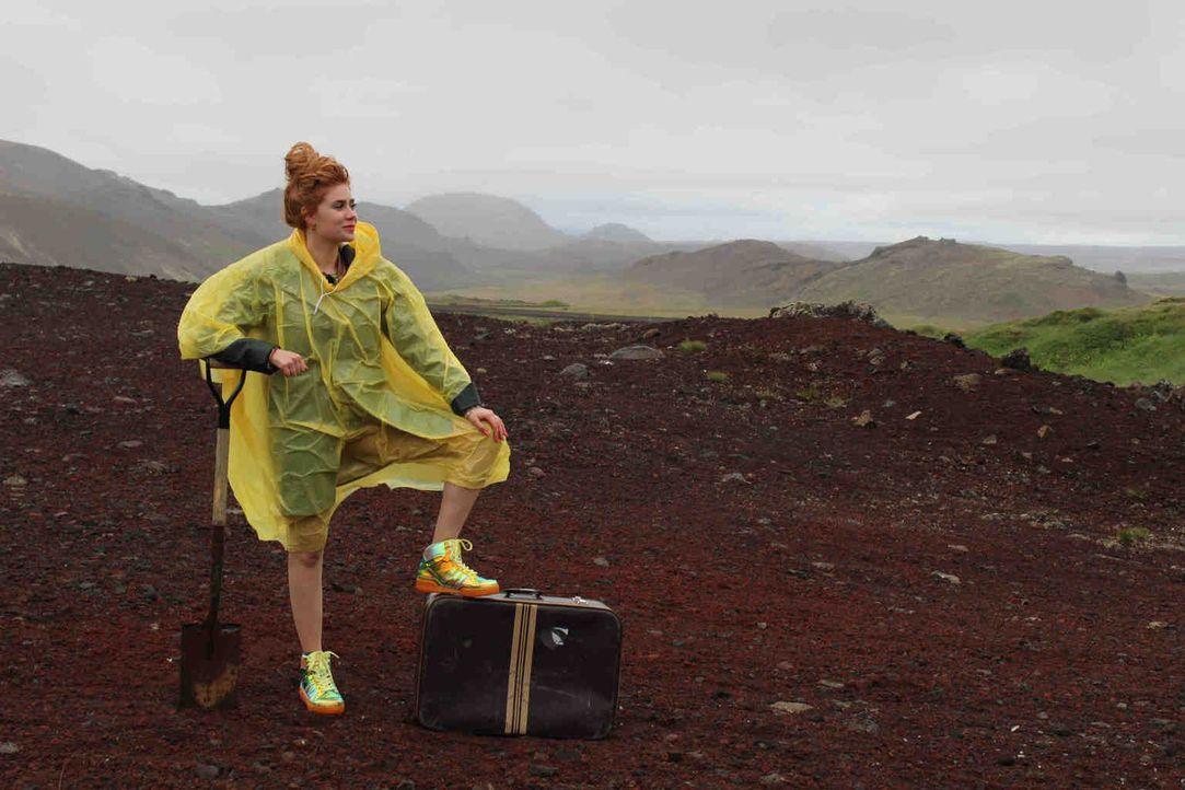 """Palina Rojinski entdeckt auf ihrer """"Offline""""-Abenteuerreise die Weiten Islands und ist dabei ganz auf sich gestellt. Sie kann nämlich weder auf ihr... - Bildquelle: ProSieben"""