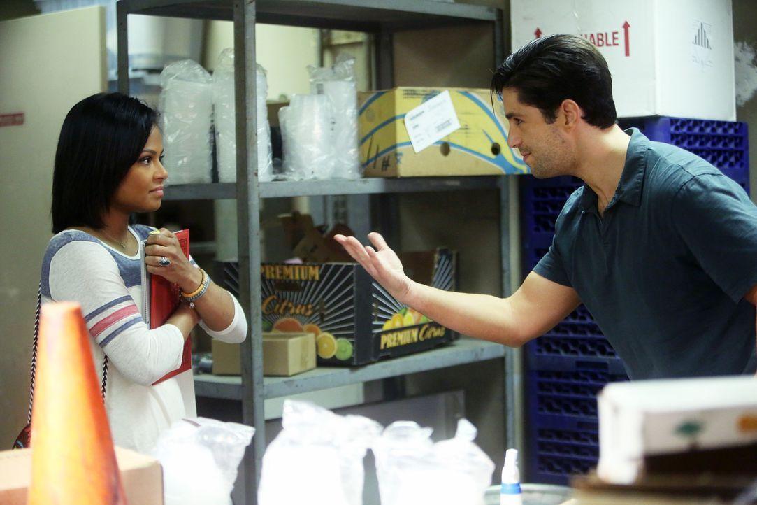 Während Jimmy eine taffe Geschäftsfrau datet, stellen sich Vanessa (Christina Milian, l.) und Gerald (Josh Peck, r.) der Herausforderung, die Abstel... - Bildquelle: Jordin Althaus 2016 ABC Studios. All rights reserved.