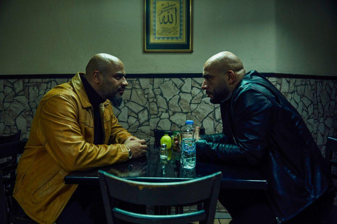 Latif (Wasiem Taha, l.); Abbas (Veysel Gelin, r.) - Bildquelle: Julian Baumann 2019 Turner Broadcasting System Europe Limited - a WarnerMedia Company / Julian Baumann