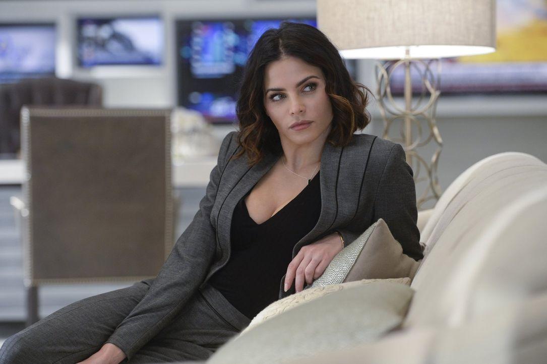 Lucy Lane (Jenna Dewan Tatum) erfährt von James Verbindung zu Supergirl und fragt sich, ob zwischen den beiden mehr als nur Freundschaft ist ... - Bildquelle: 2015 Warner Bros. Entertainment, Inc.