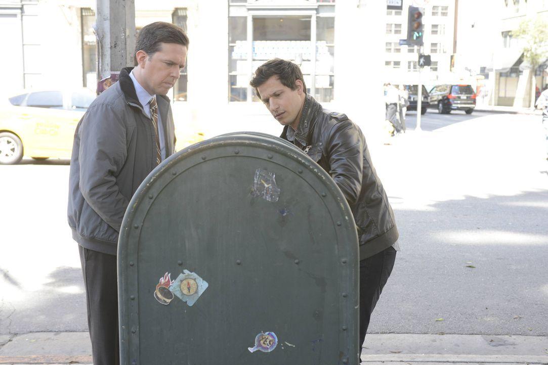 Jack Danger (Ed Helms, l.); Jake Peralta (Andy Samberg, r.) - Bildquelle: Ron Eisenberg 2014 UNIVERSAL TELEVISION LLC. All rights reserved / Ron Eisenberg