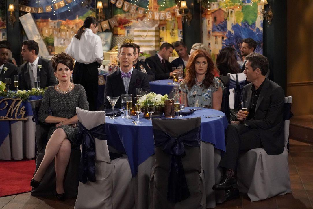Werden zu einer Hochzeit eingeladen: (v.l.n.r.) Karen (Megan Mullally), Jack (Sean Hayes), Grace (Debra Messing) und Will (Eric McCormack) ... - Bildquelle: Chris Haston 2017 NBCUniversal Media, LLC / Chris Haston