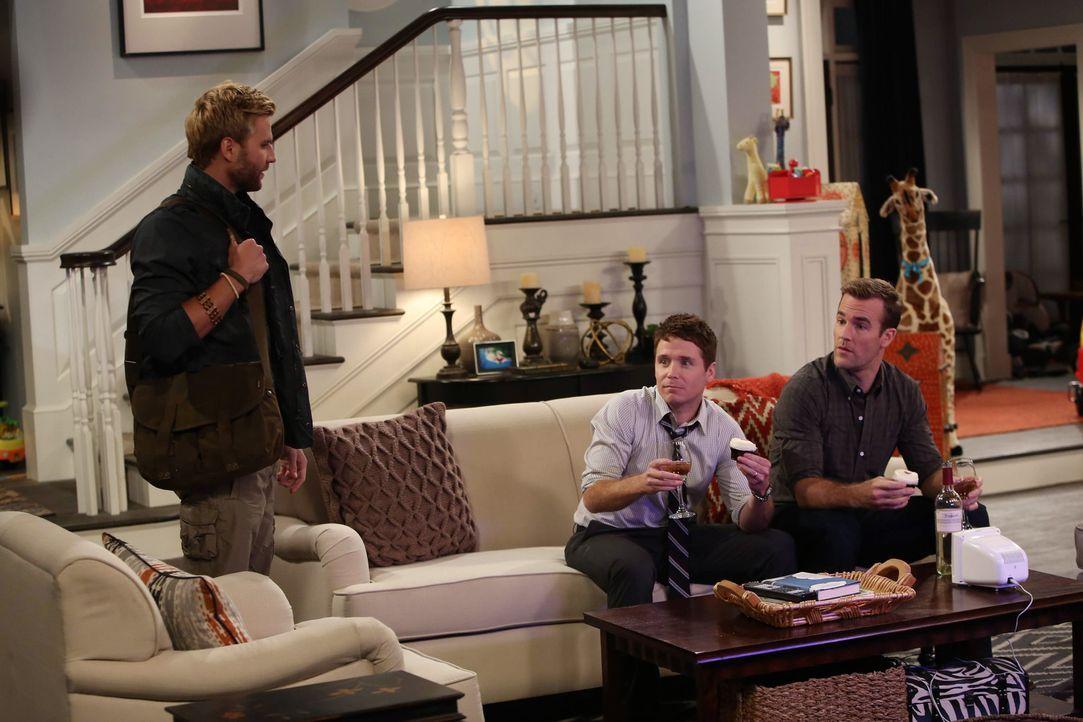 Der Männerabend verläuft für Bobby (Kevin Connolly, M.) und Will (James Van Der Beek, r.) anders als sonst, denn Lowell (Rick Donald, l.) zeigt sich... - Bildquelle: 2013 CBS Broadcasting, Inc. All Rights Reserved.