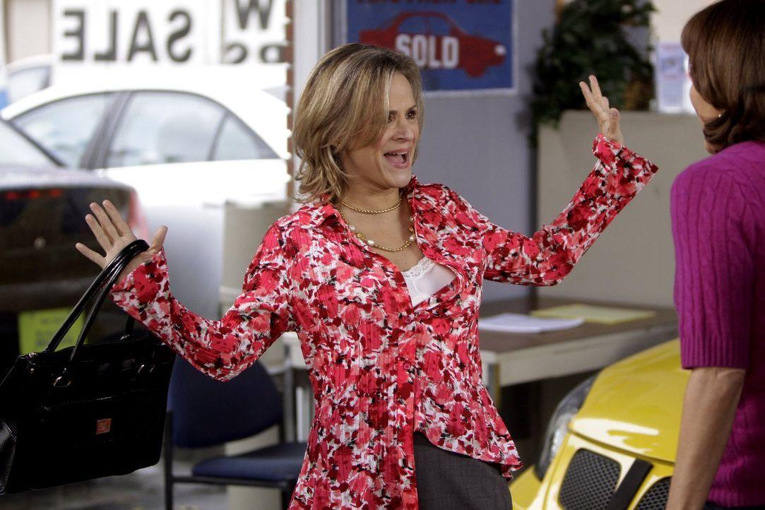 Die Motivationsberaterin Abby (Amy Sedaris) stattet Frankie bei Ehlert Motors einen Besuch ab, was weitreichende Konsequenzen haben könnte ... - Bildquelle: Warner Brothers