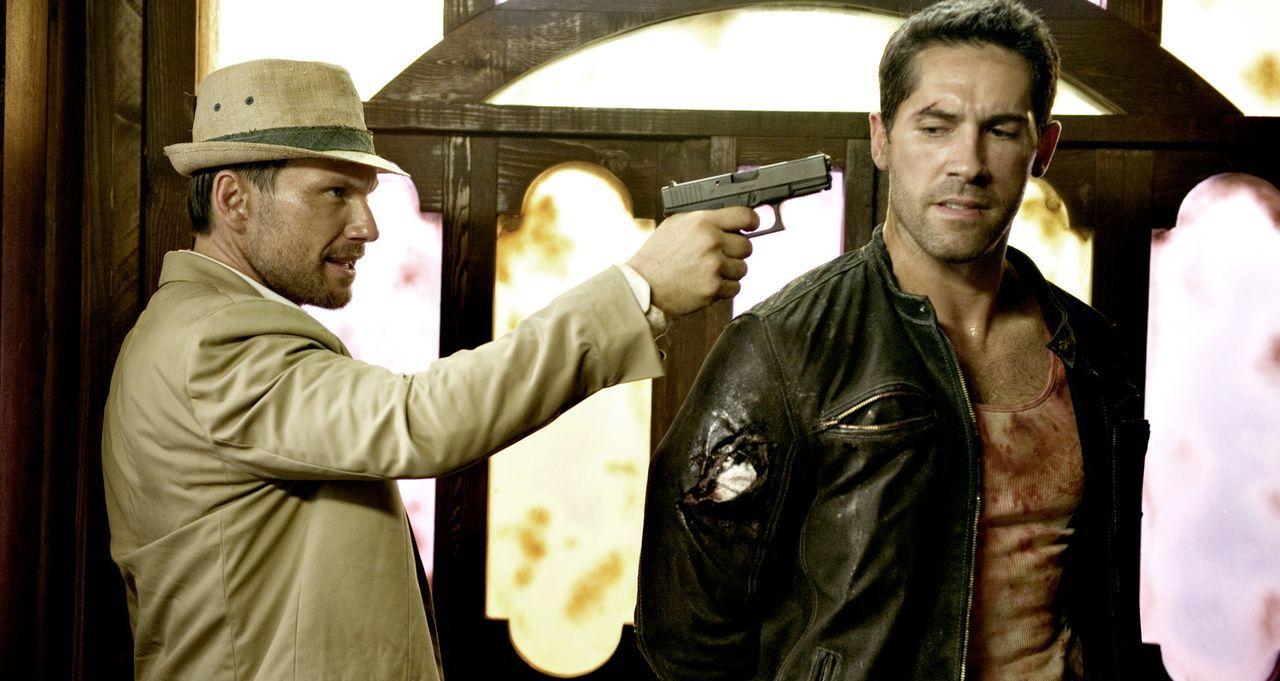 """Der dubiose US-Lieutenant West (Christian Slater, l.) jagt den """"Gringo"""" (Scott Adkins, r.) und schreckt auch nicht davor zurück, diesen umzubringen,... - Bildquelle: 2014 Tiberius Film GmbH."""