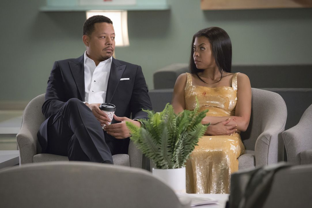 Machen sich große Sorgen um ihren Sohn, der bei der ASA-Verleihung angeschossen wurde: Cookie (Taraji P. Henson, r.) und Lucious (Terrence Howard, l... - Bildquelle: 2015-2016 Fox and its related entities.  All rights reserved.