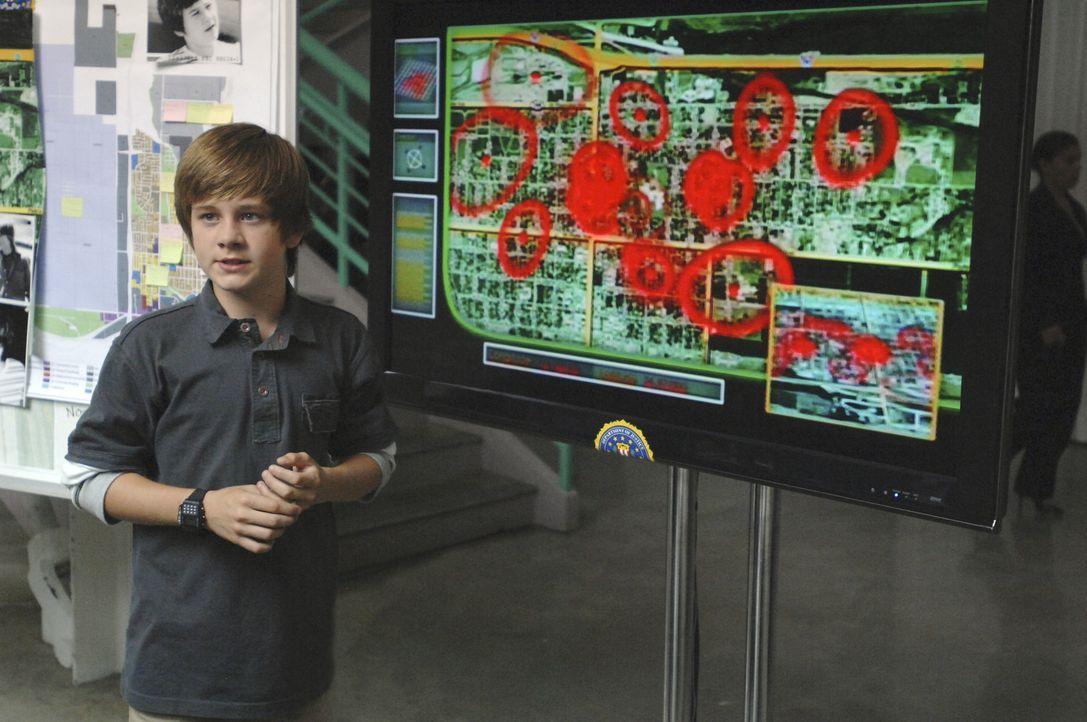 Man kann es kaum glauben, aber der kleine Charlie (Luke Benward) hat eine Zeitmaschine entwickelt, mit der man einige Tage in der Zeit vor oder zur - Bildquelle: 2007 Disney Channel