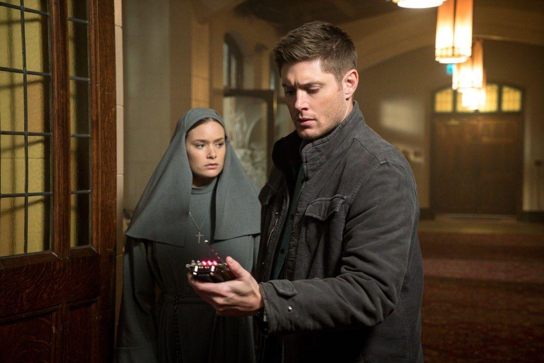 Als Schwester Mathias (Rachel Keller, l.) erkennt, wer ihre angebliche Freundin wirklich ist, versucht sie, Dean (Jensen Ackles, r.) vor der ruhelos... - Bildquelle: 2016 Warner Brothers