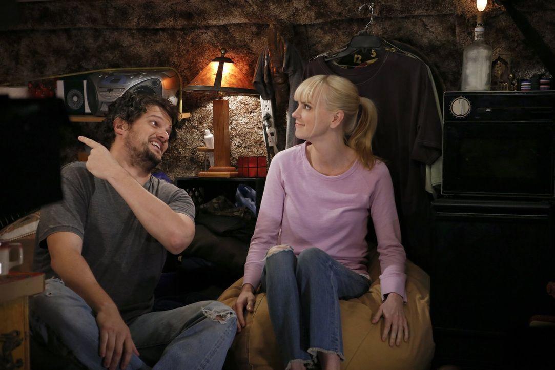 Kommen sich im Van wieder näher: Christy (Anna Faris, r.) und ihr Ex-Mann Baxter (Matt Jones, l.) ... - Bildquelle: Warner Brothers Entertainment Inc.