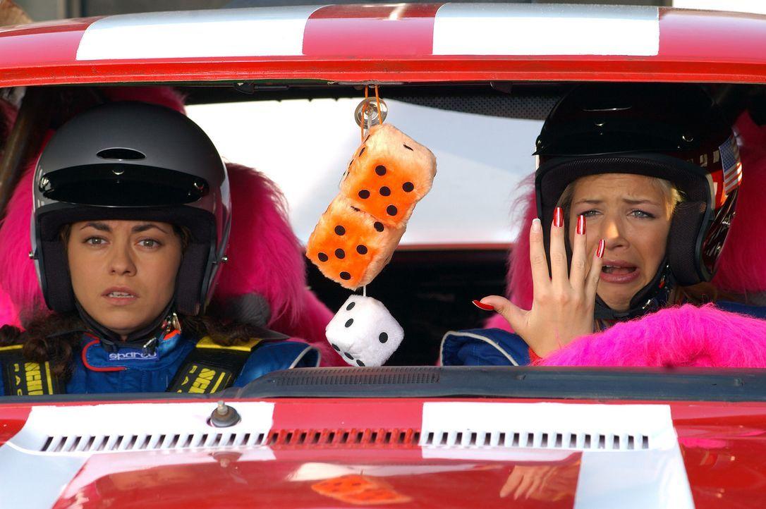 Nehmen jeden Crash cool hin, solange die Nägel nicht abbrechen: Gina (Susan Sideropoulos, l.) und Yüksel (Türkiz Talay, r.) ... - Bildquelle: action image