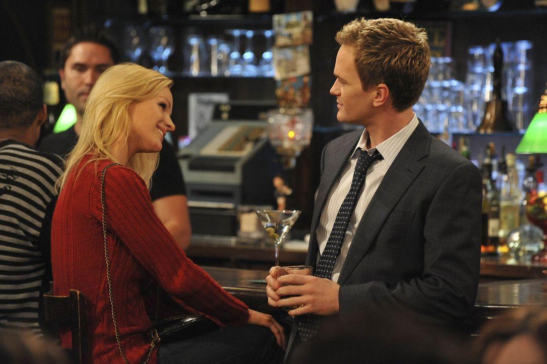 """Barney (Neil Patrick Harris, r.) stellt sich der großen Herausforderung, innerhalb einer Woche jeden Abend eine Frau aufzureißen. Also mit """"7 in 7... - Bildquelle: 20th Century Fox International Television"""