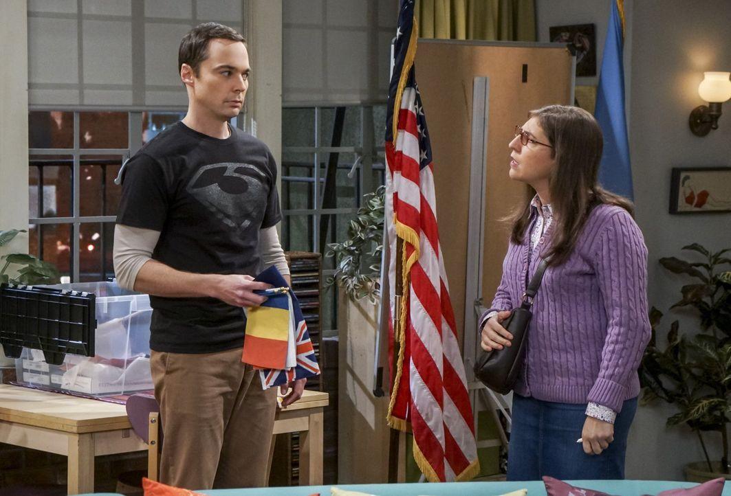 Das Zusammenleben von Sheldon (Jim Parsons, l.) und Amy (Mayim Bialik, r.) ist alles andere als perfekt: Sheldon spürt, dass sie ihm etwas verheimli... - Bildquelle: 2016 Warner Brothers