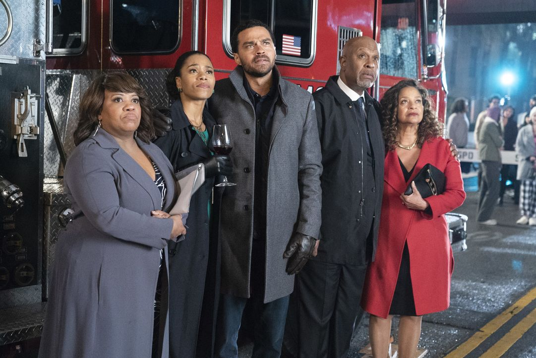 (v.l.n.r.) Dr. Miranda Bailey (Chandra Wilson); Dr. Maggie Pierce (Kelly McCreary); Dr. Jackson Avery (Jesse Williams); Dr. Richard Webber (James Pi... - Bildquelle: Eric McCandless ABC Studios