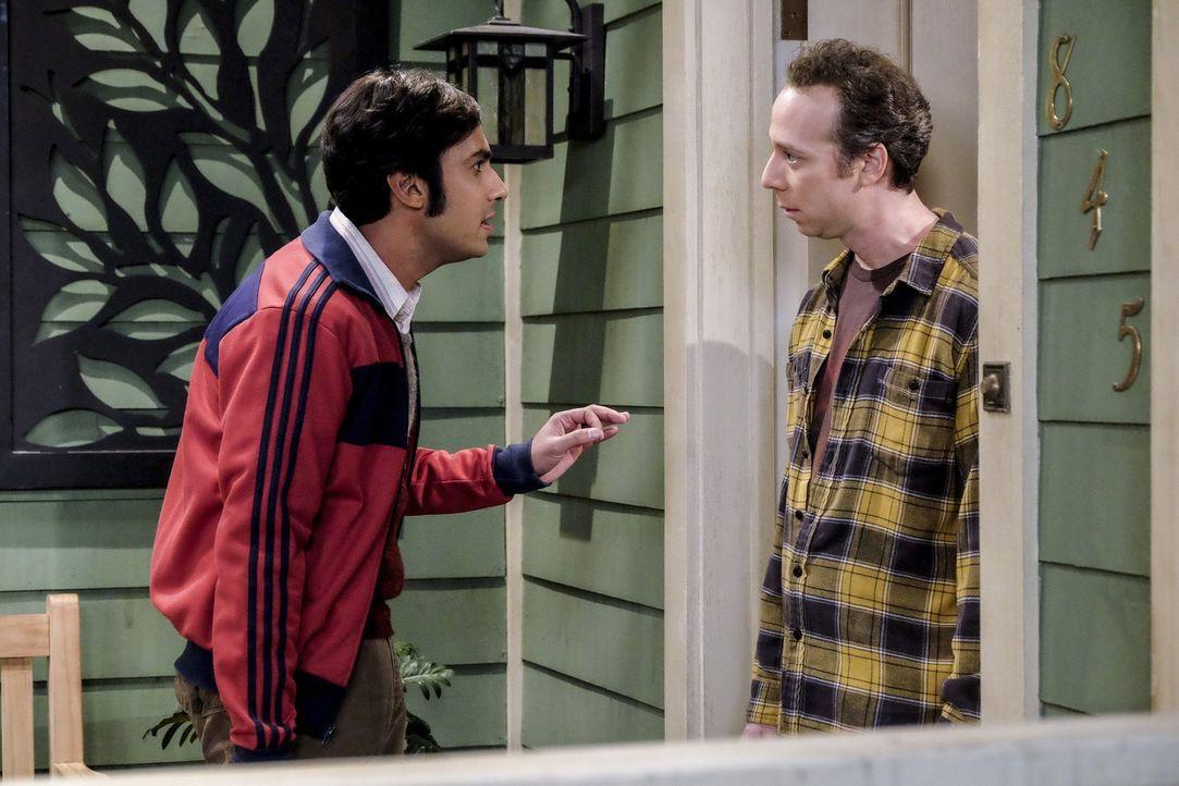 Während Sheldon und Leonard mal wieder aneinander geraten, entbrennt ein weiterer Konflikt zwischen Raj (Kunal Nayyar, l.) und Stuart (Kevin Sussman... - Bildquelle: 2016 Warner Brothers