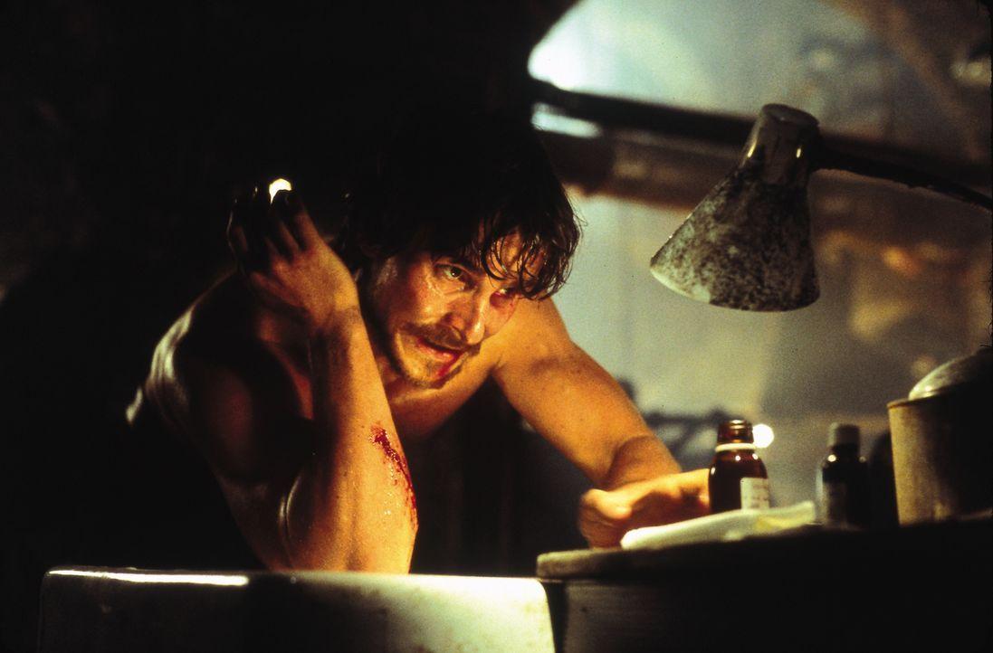 Während der Bauarbeiten in Londons Untergrund, wecken Arbeiter einen Drachen aus seinem Schlaf. Jahrzehnte später führen einige Überlebende (Christi... - Bildquelle: Touchstone Pictures und Spyglass Entertainment Group, LP Im Verleih der Buena Vista International