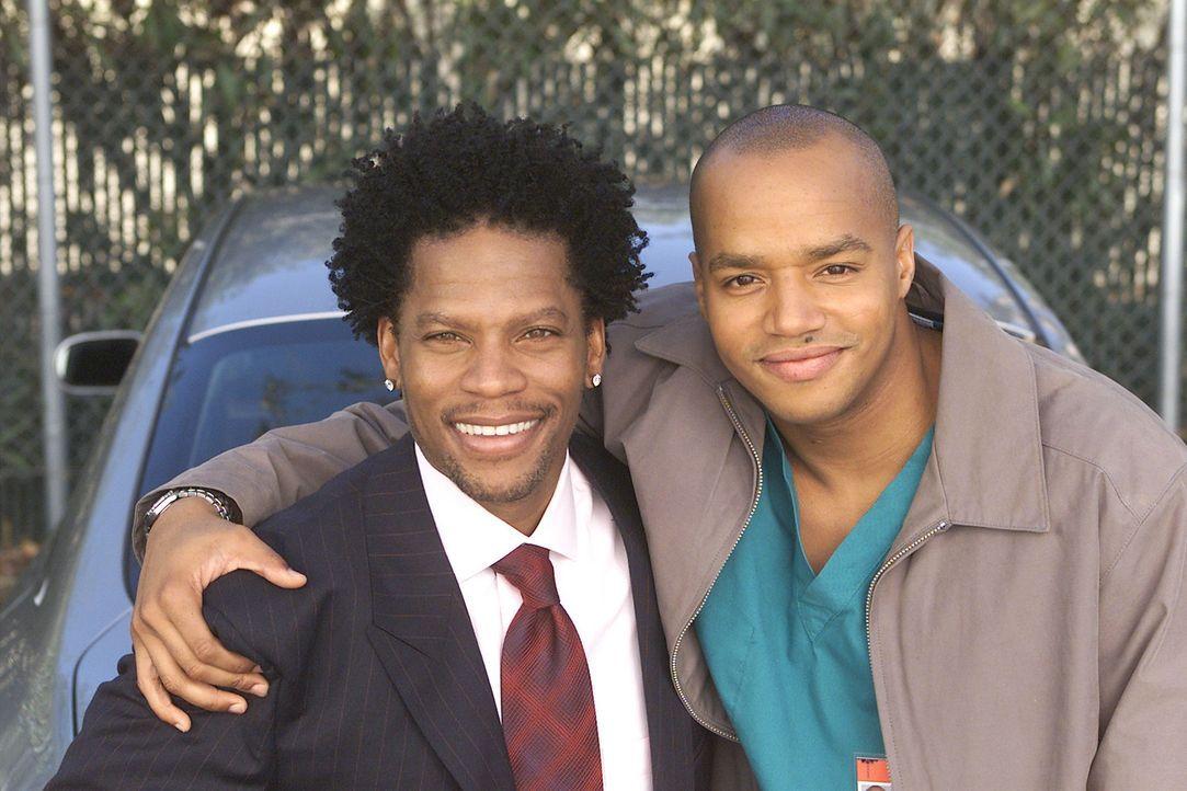 Die Turk Brüder: Kevin (D.L. Hughley, l.) und Chris (Donald Faison, r.) ... - Bildquelle: Touchstone Television