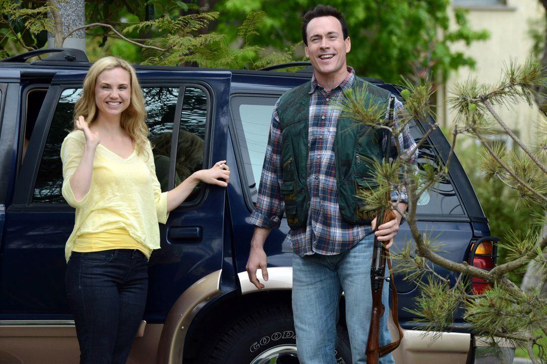 Jenna (Fiona Gubelmann, l.) hat in der Beziehungspause mit Drew (Chris Klein, r.) etwas gemacht, das nicht jeder verzeiht. Trotzdem wollen sie nun h... - Bildquelle: 2011 FX Networks, LLC. All rights reserved.