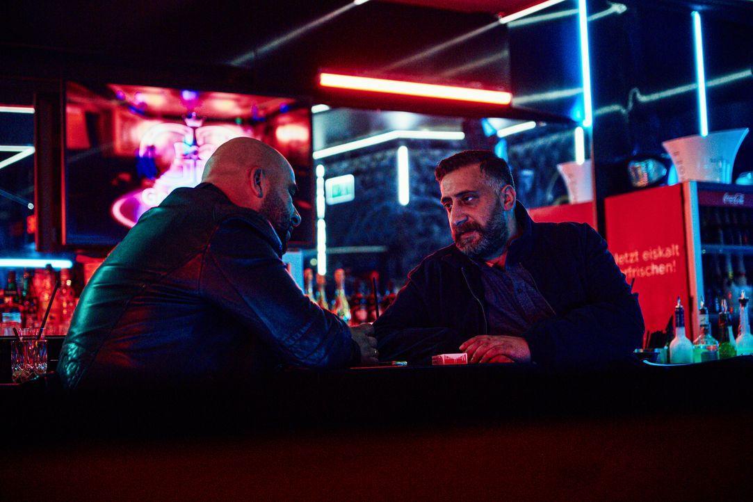Abbas (Veysel Gelin, l.); Toni (Kida Khodr Ramadan, r.) - Bildquelle: Julian Baumann 2019 Turner Broadcasting System Europe Limited - a WarnerMedia Company / Julian Baumann