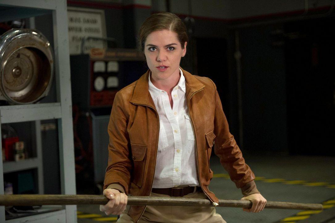 Zusammen mit Dorothy (Kaniehtiio Horn) kommt auch eine Hexe in die Gegenwart und bedroht die ganze Welt ... - Bildquelle: 2013 Warner Brothers