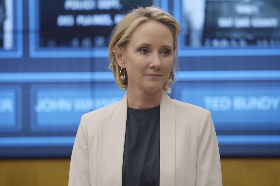 Möchte den Rekruten in Quantico beibringen, wie man unter verschiedenen Verdächtigen den Täter entlarven kann: Dr. Susan Langdon (Anne Heche), eine... - Bildquelle: Philippe Bosse 2015 ABC Studios